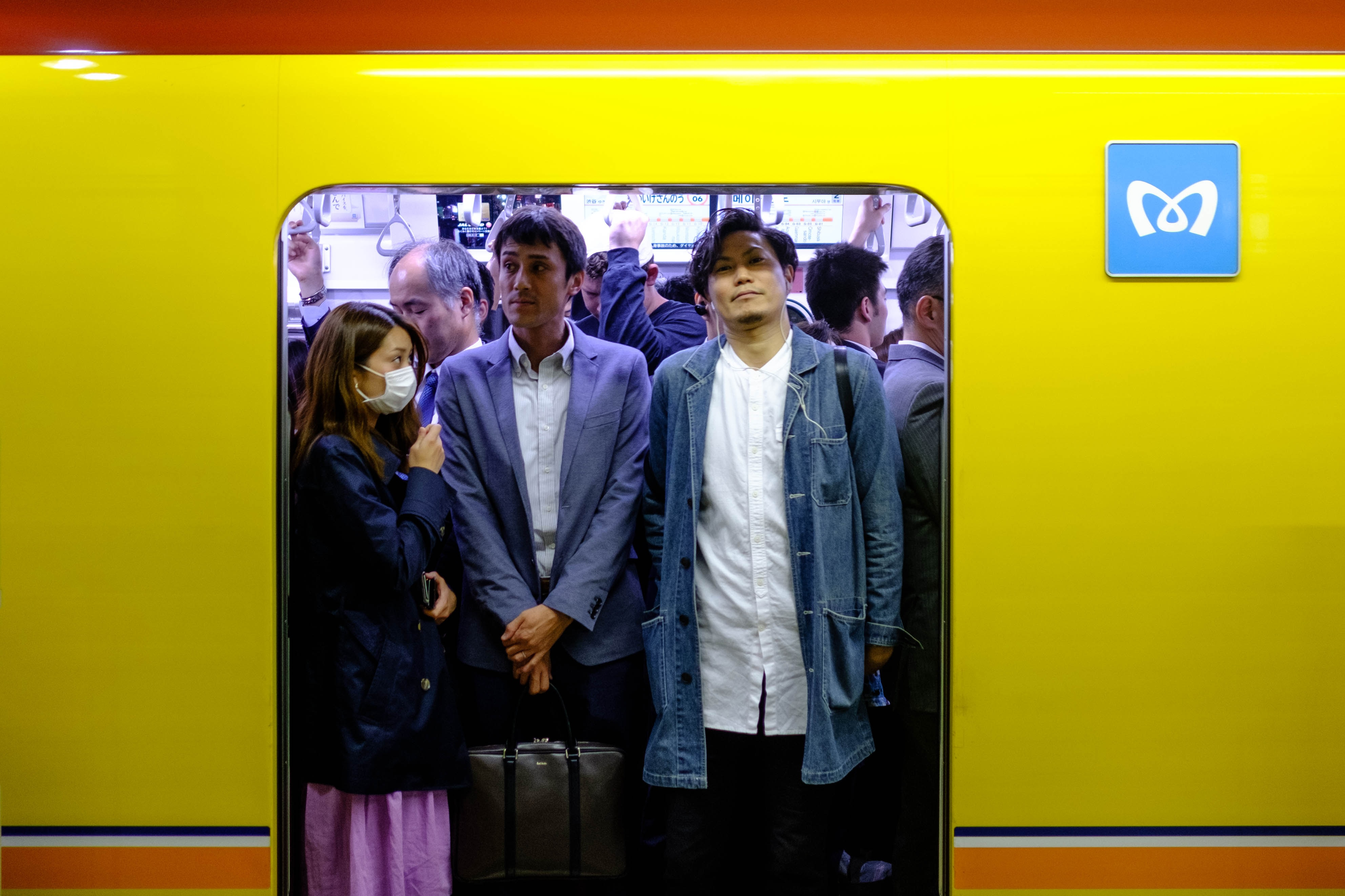 jam-packed-train