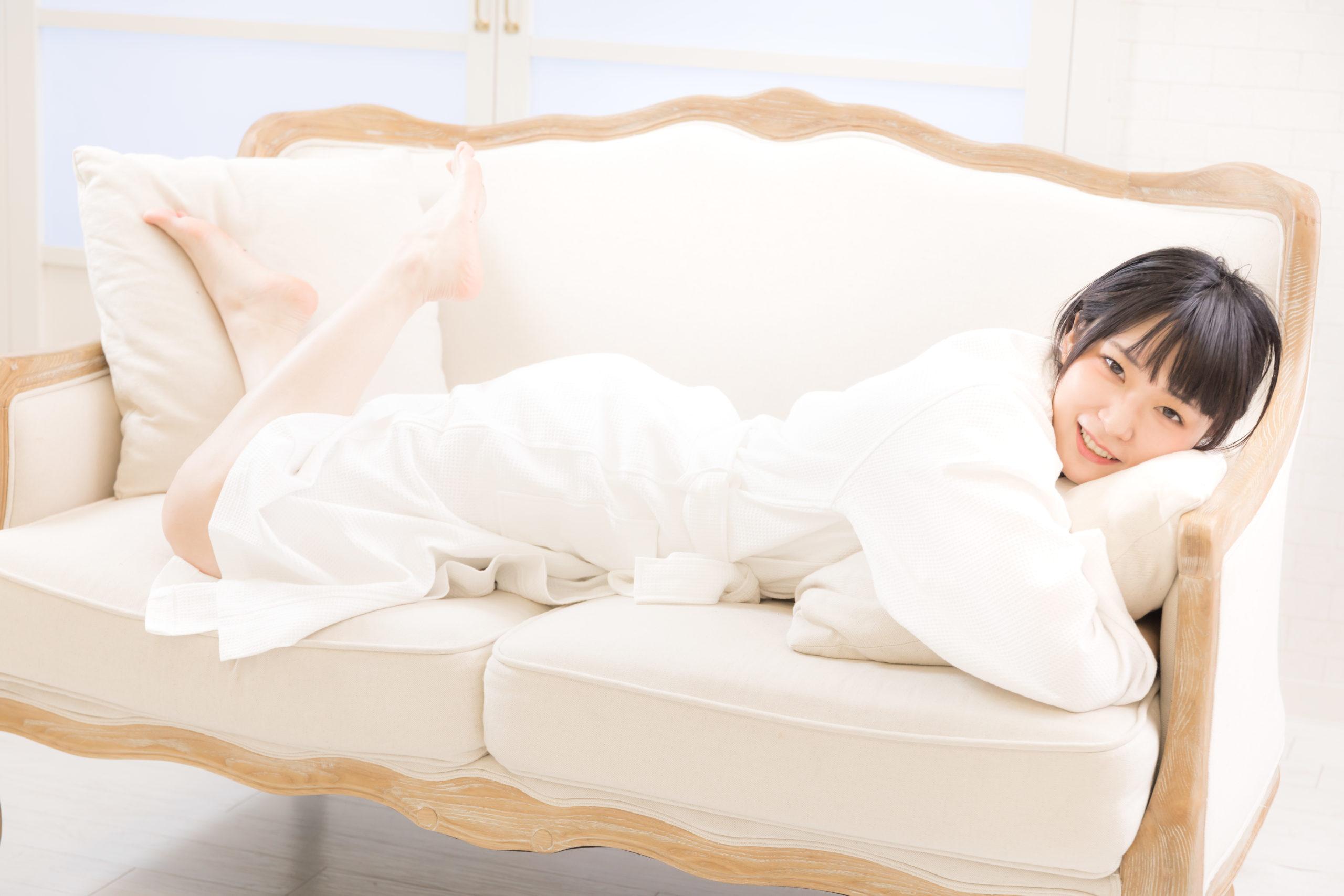 girl-holding-pillow